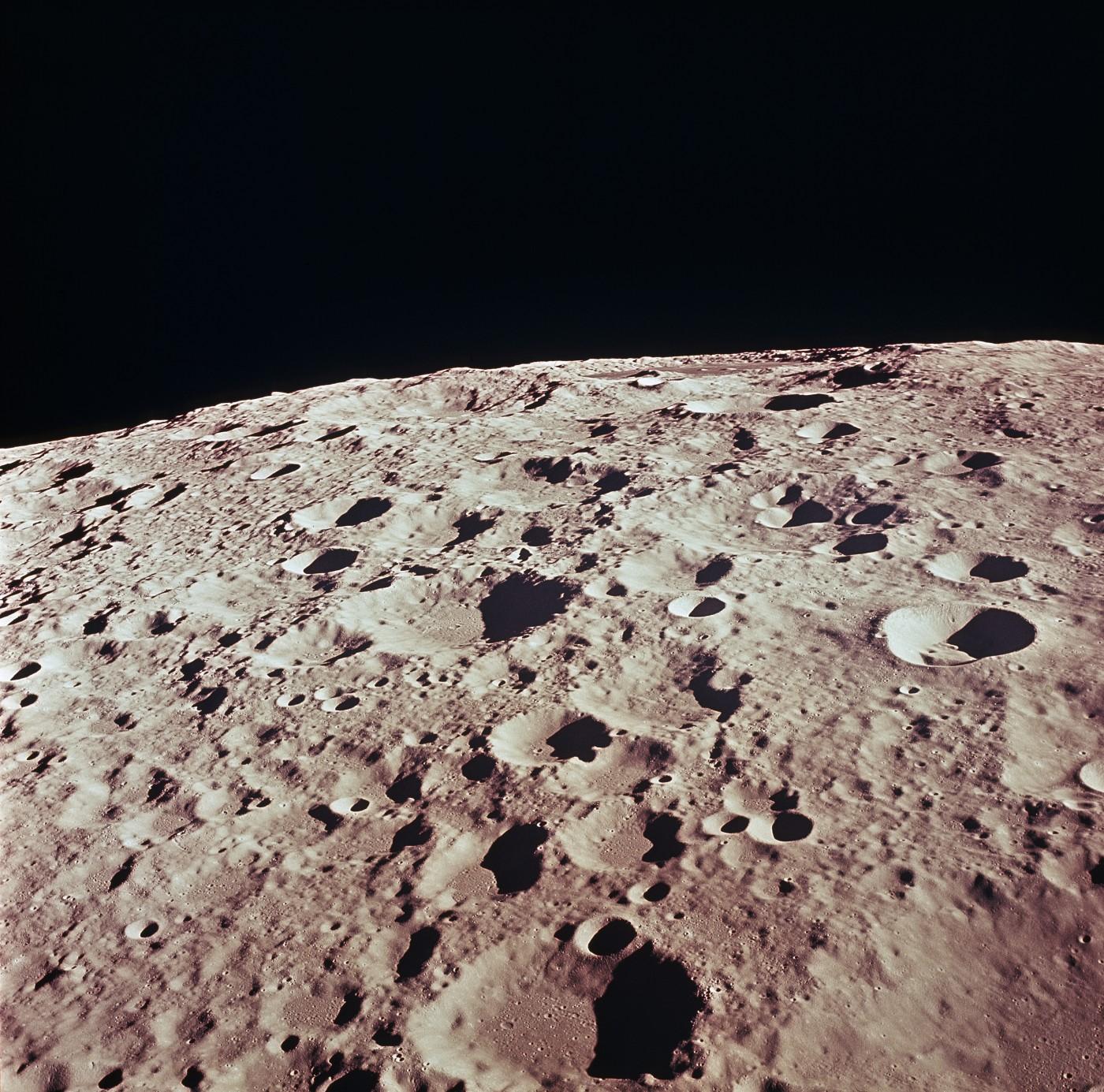 Vista dettagliata del lato posteriore della Luna nelle vicinanze del Cratere n. 308, scattata durante la missione Apollo 11. Immagine Nasa/MSFC, 20 luglio 1969