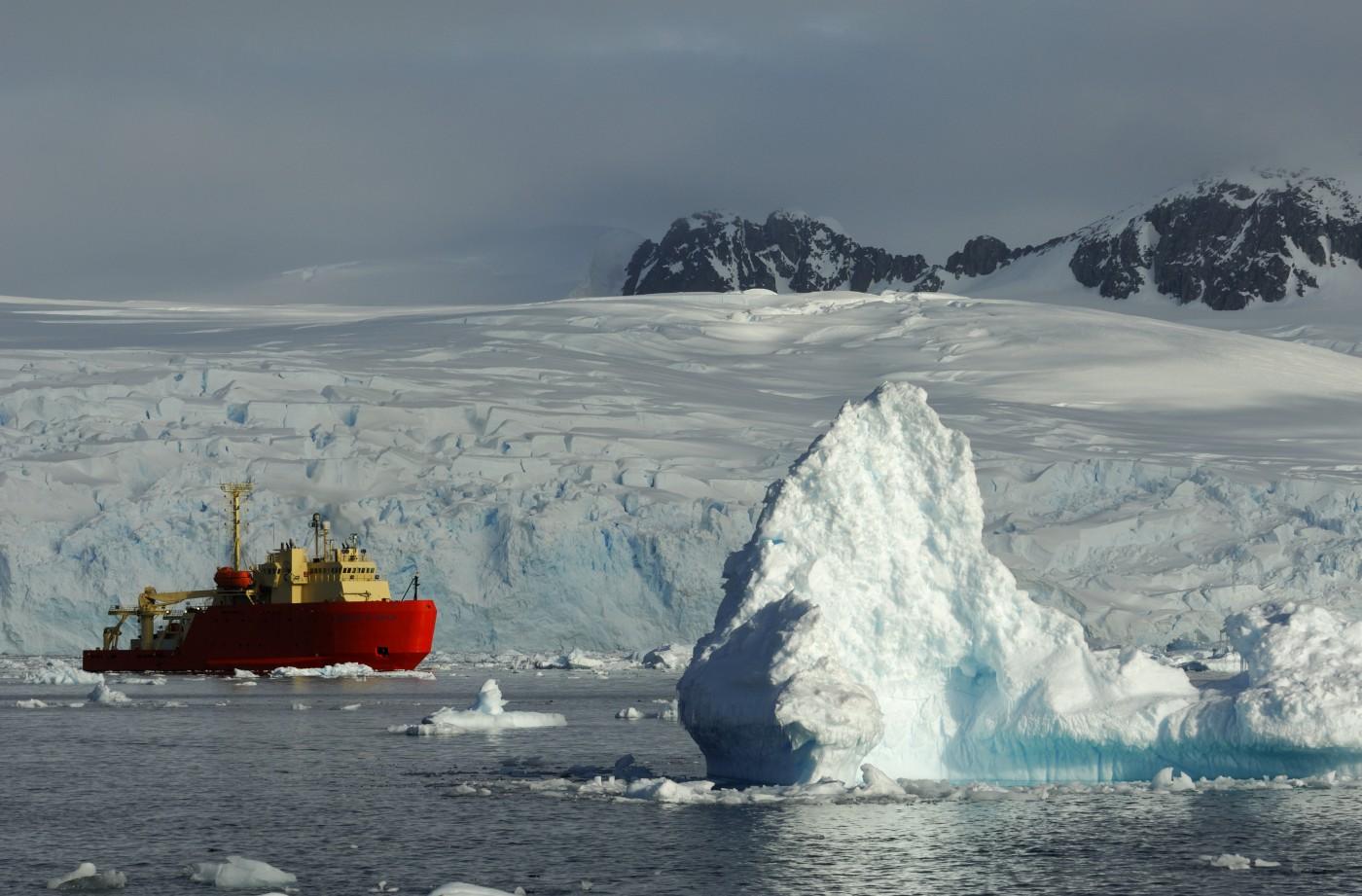 Petermann Island, Penisola Antartica, nave da ricerca statunitense Laurence M. Gould