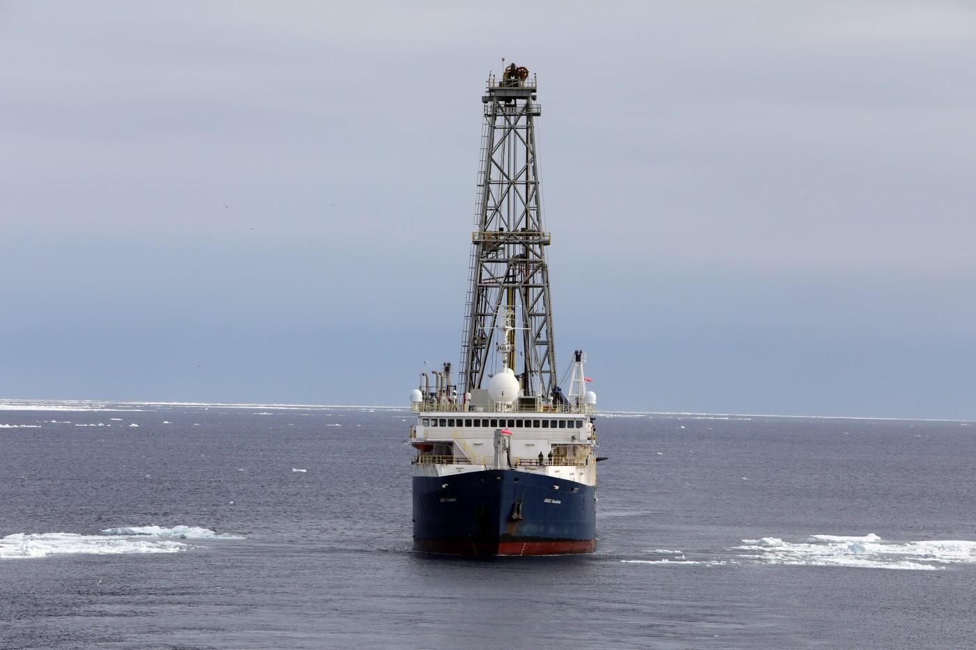 La nave Joides Resolution fotografata durante l'esplorazione dallo studioso Rob Dunbar
